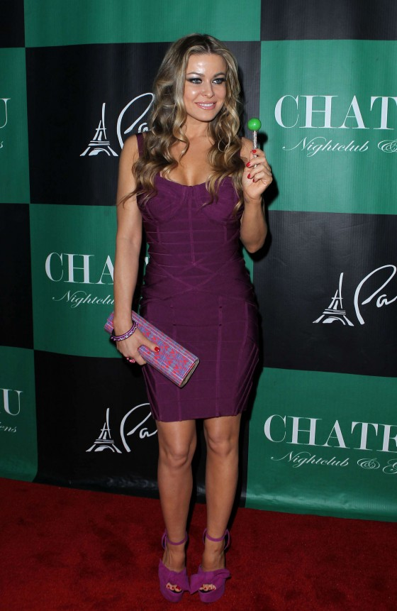 Carmen Electra cleavage at the Chateau Nightclub-09