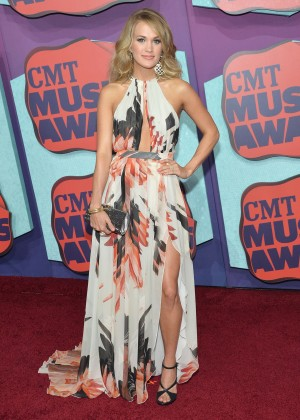 Carrie Underwood - 2014 CMT Music Awards in Nashville-02
