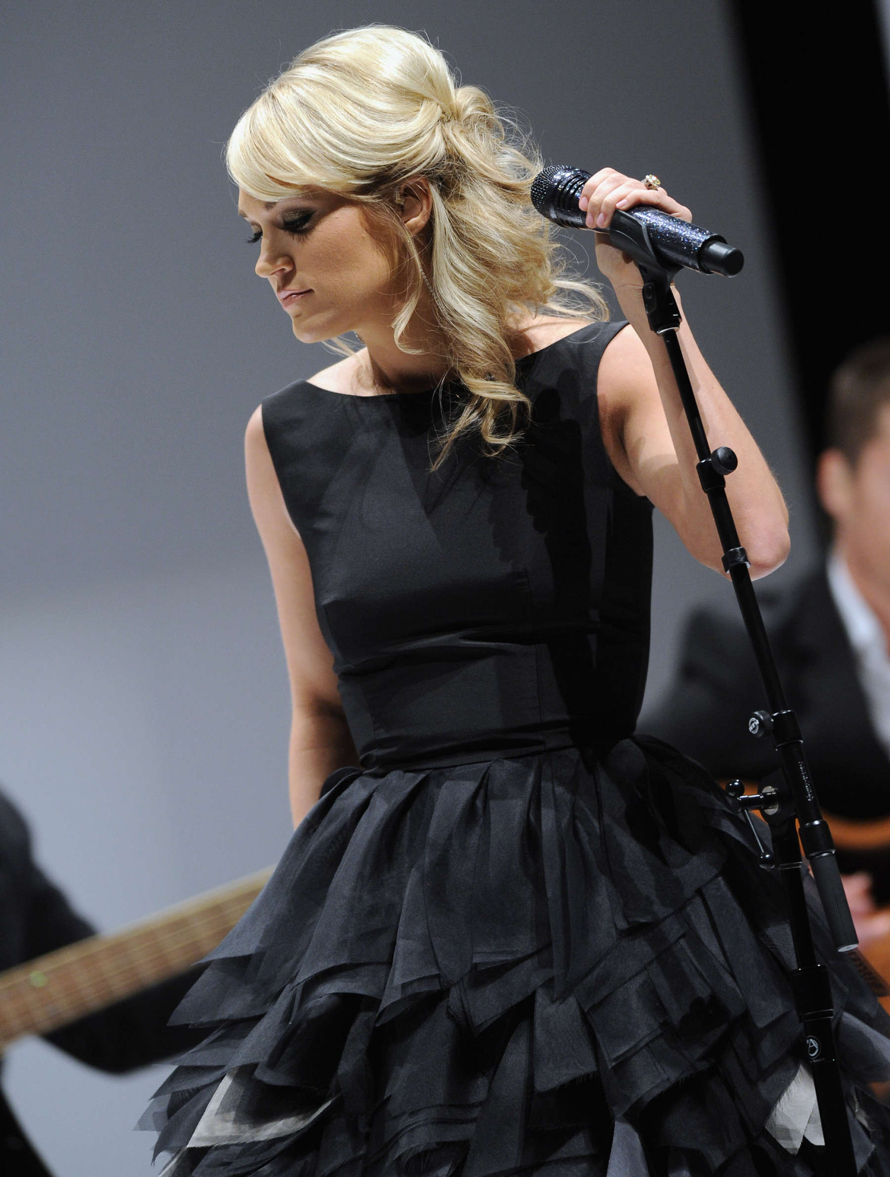 Carrie Underwood Cleavage At Fashion Show In Nashvil 04