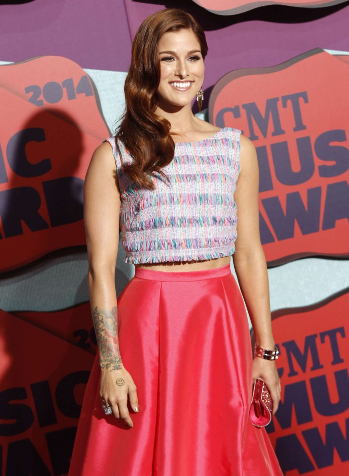 Cassadee Pope: 2014 CMT Music Awards -02