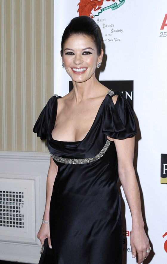 catherine-zeta-jones-at-the-176th-annual-st-davids-society-gala-dinner-at-the-yale-club-in-new-york-02