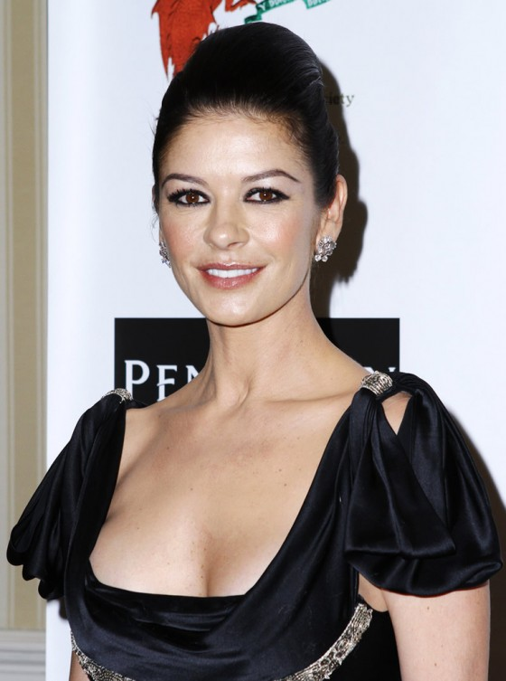 catherine-zeta-jones-at-the-176th-annual-st-davids-society-gala-dinner-at-the-yale-club-in-new-york-05