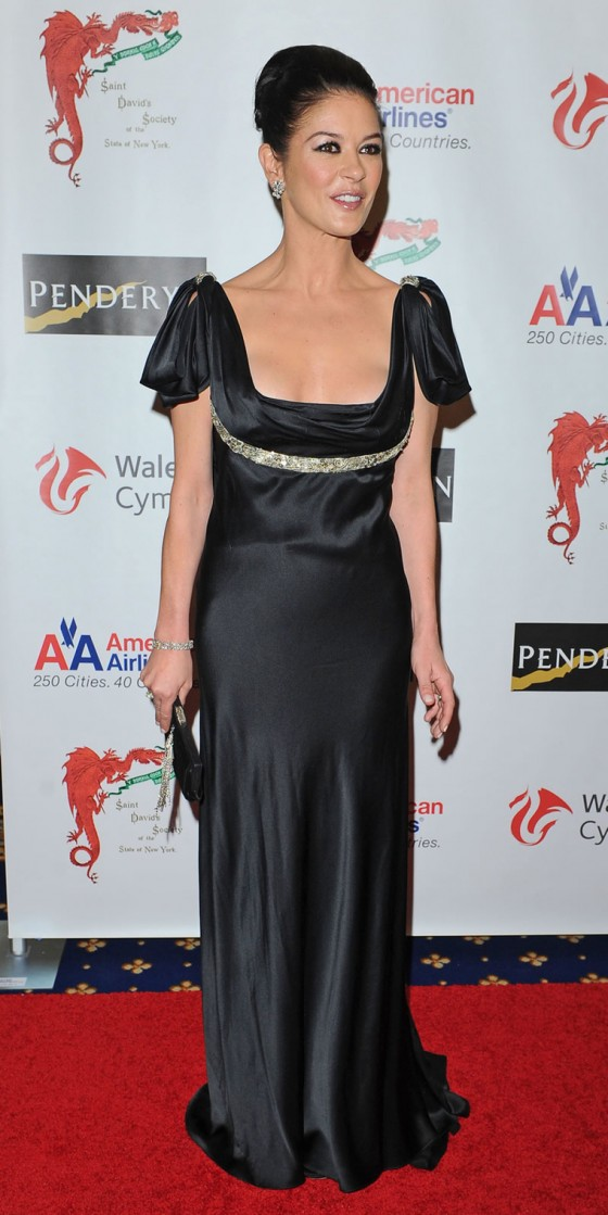 catherine-zeta-jones-at-the-176th-annual-st-davids-society-gala-dinner-at-the-yale-club-in-new-york-13