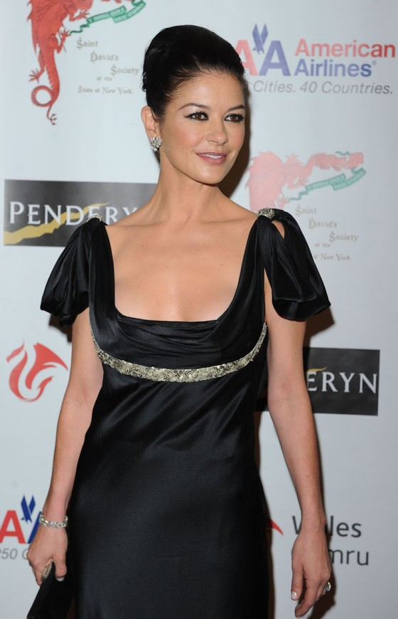 catherine-zeta-jones-at-the-176th-annual-st-davids-society-gala-dinner-at-the-yale-club-in-new-york-15