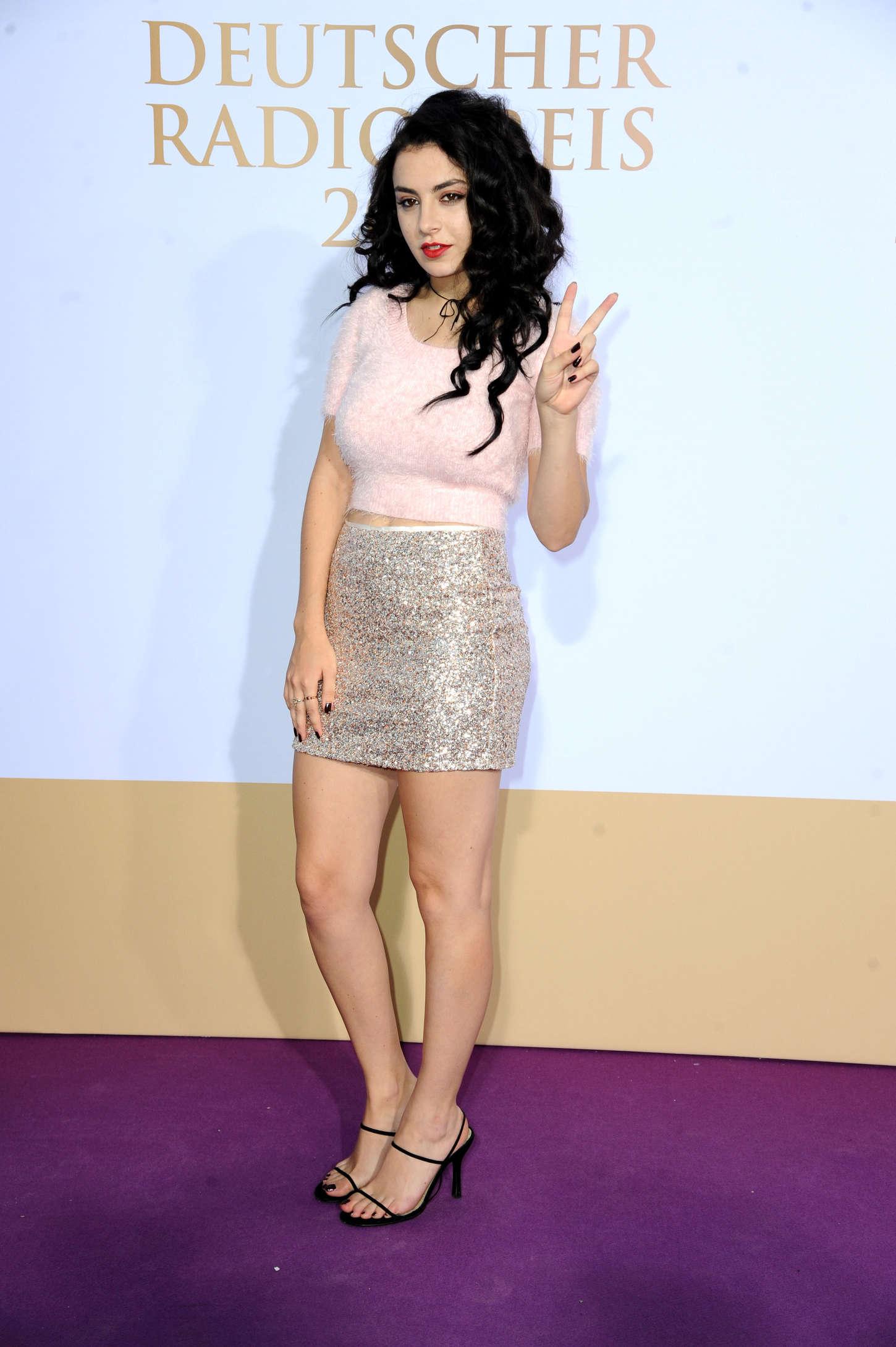 Charli xcx german radio awards 2014 04 gotceleb for Lindsay aitchison