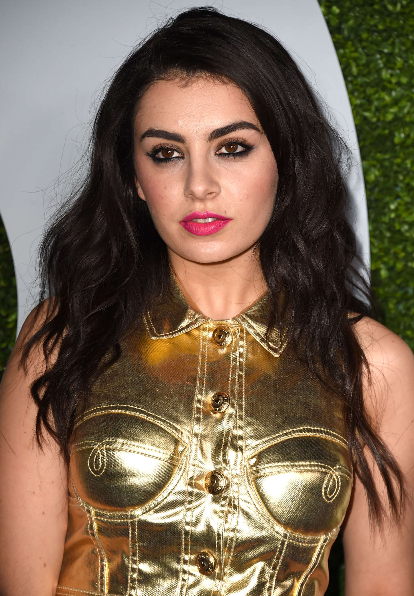 Charli xcx 2014 gq men of the year party in la for Lindsay aitchison