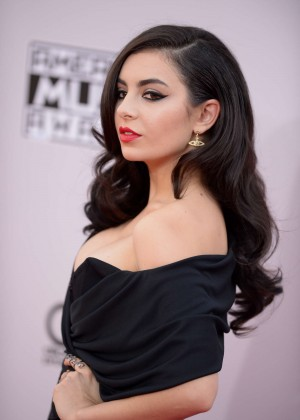 Charli xcx 2014 american music awards in la for Lindsay aitchison