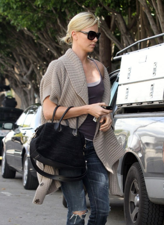 charlize-theron-candids-of-the-day-03