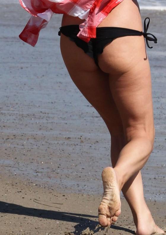 cheryl-burke-kelly-monaco-kym-johnson-at-a-beach-party-in-malibu-13