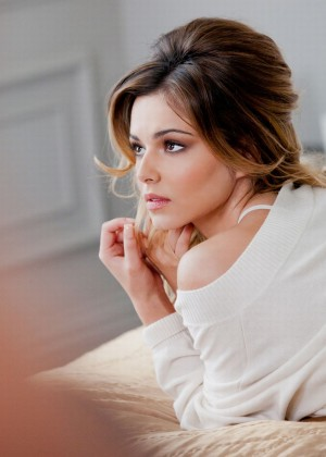 Cheryl Cole Elnett Satin Hairspray Photoshoot-01