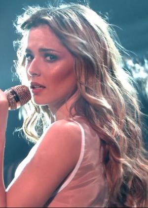 Cheryl Fernandez-Versini: Performs at X Factor -09