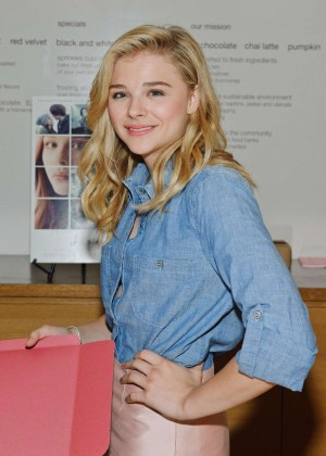 """Chloe Moretz - """"If I Stay"""" Appearance Signing in Chicago"""