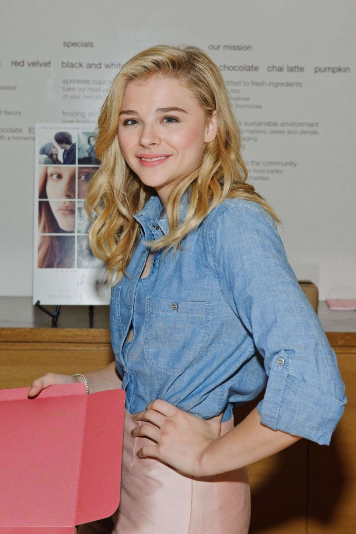 "Chloe Moretz - ""If I Stay"" Appearance Signing in Chicago"