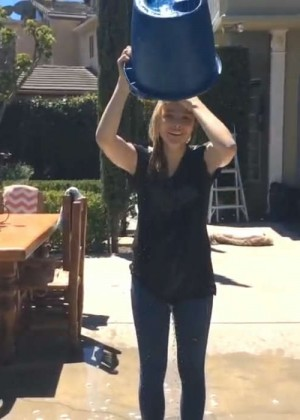 Chloe Moretz Pouring Cold Water on Herself