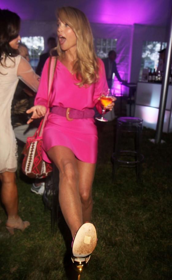 Christie Brinkley: 2013 Ellens Run Pink Apron Party -09