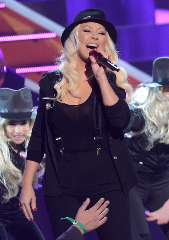 Christina Aguilera – 2013 Kids Choice Awards -01