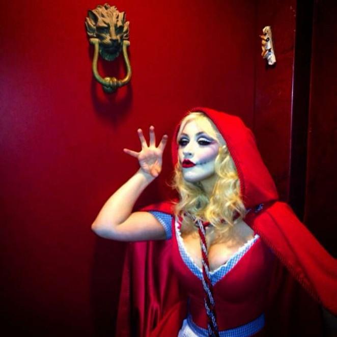 Christina Aguilera – Little Dead Riding Hood Halloween Costume