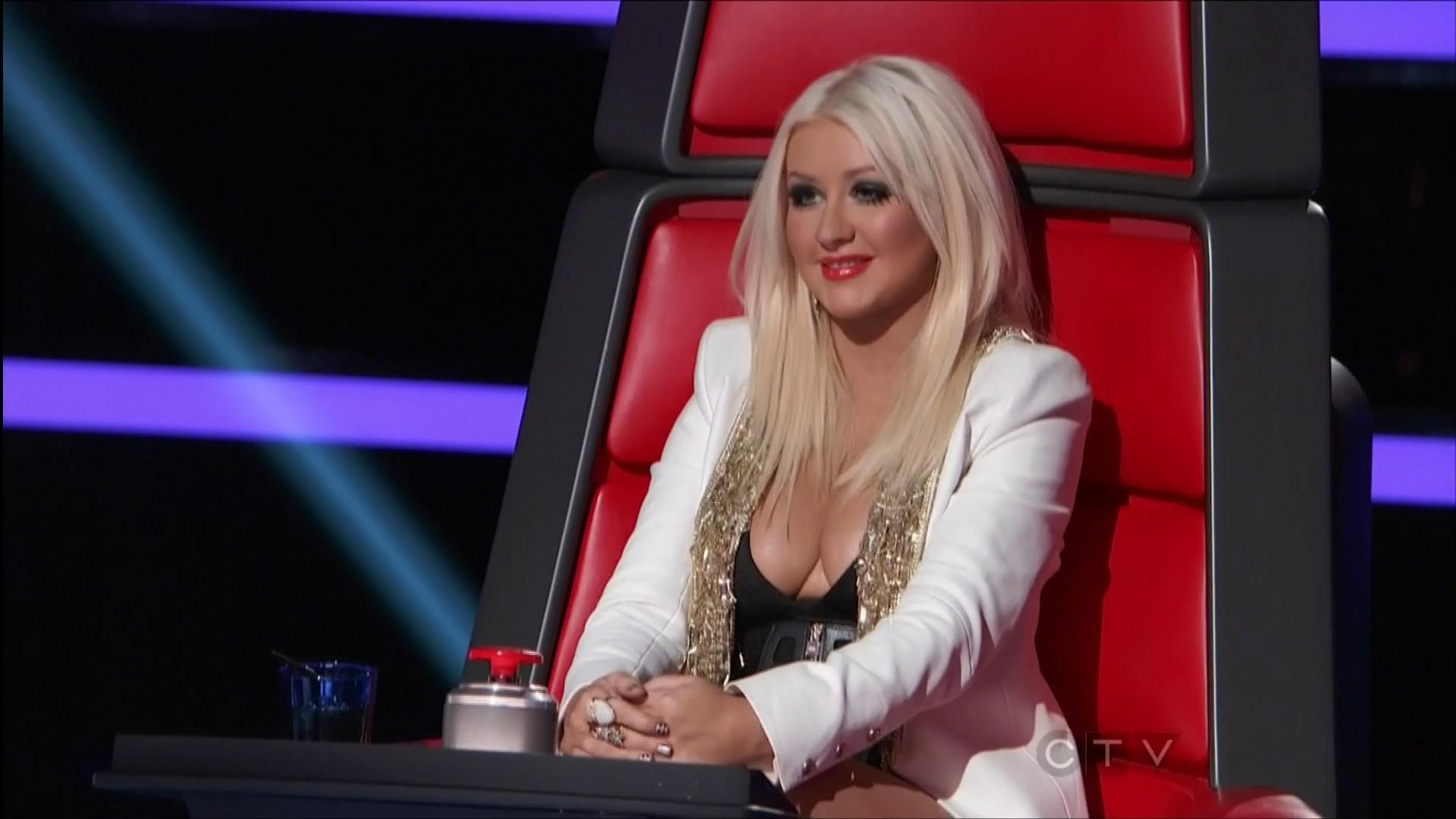 Christina Aguilera Cleavage 12 Gotceleb