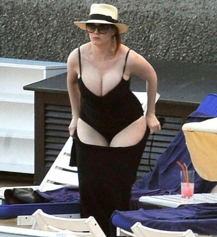 Christina hendricks beach body