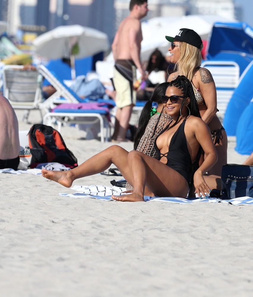 Случайные фото девушек пляж