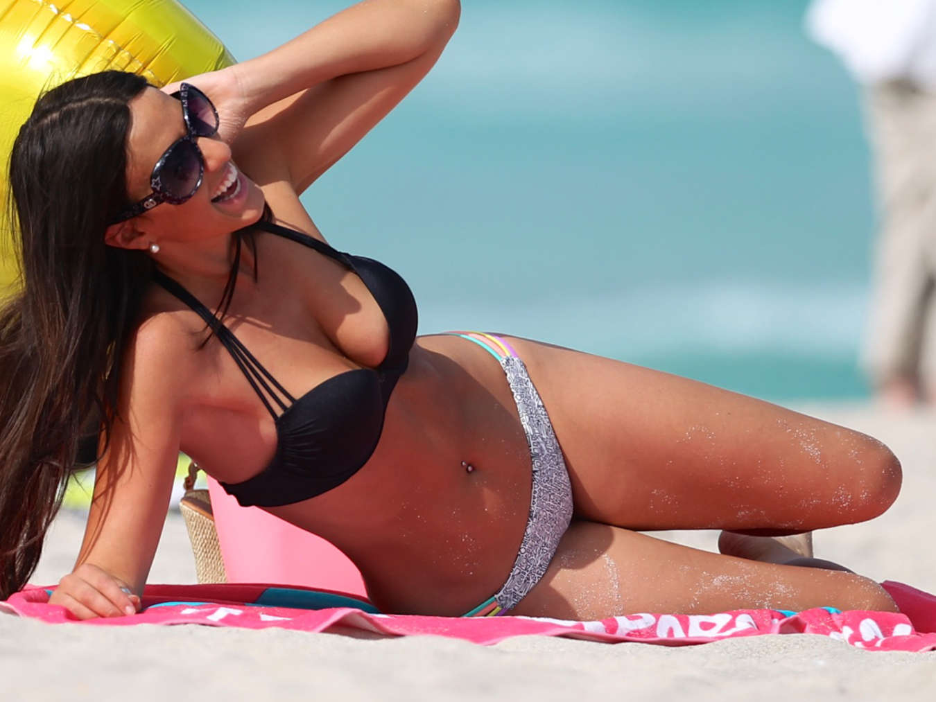 Claudia Romani in Bikini with a smile -02