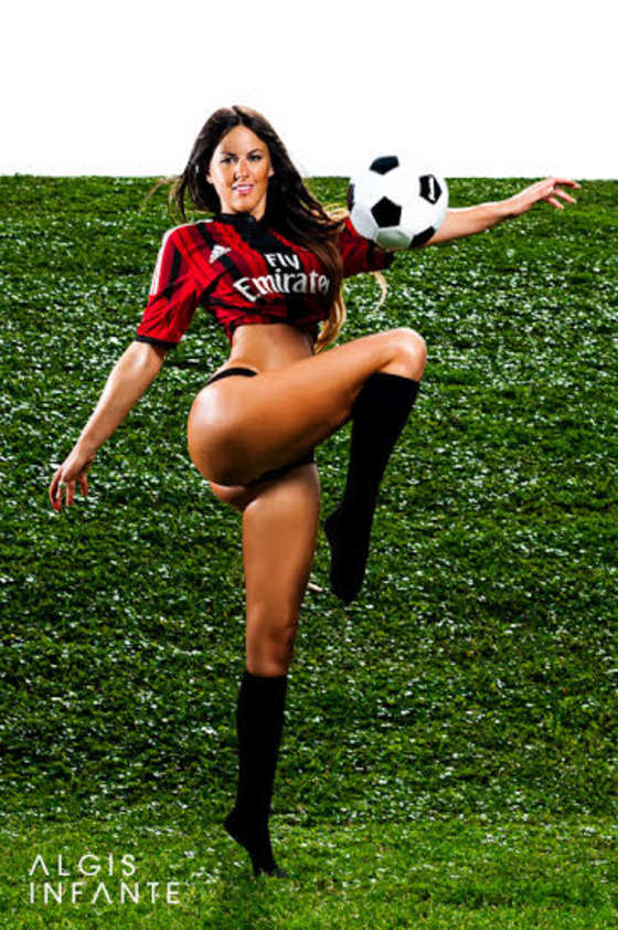 Claudia Romani: Supports AC Milan -03