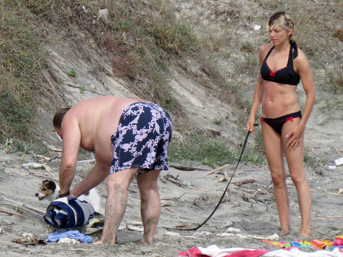 clementine igou with gerard depardieu on the beach in italy