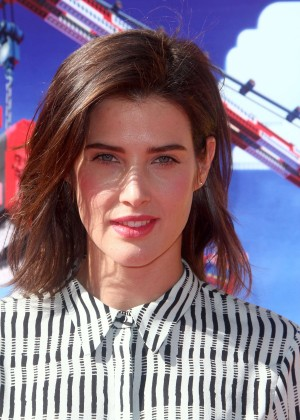 Cobie Smulders: The LEGO Movie Premiere -05