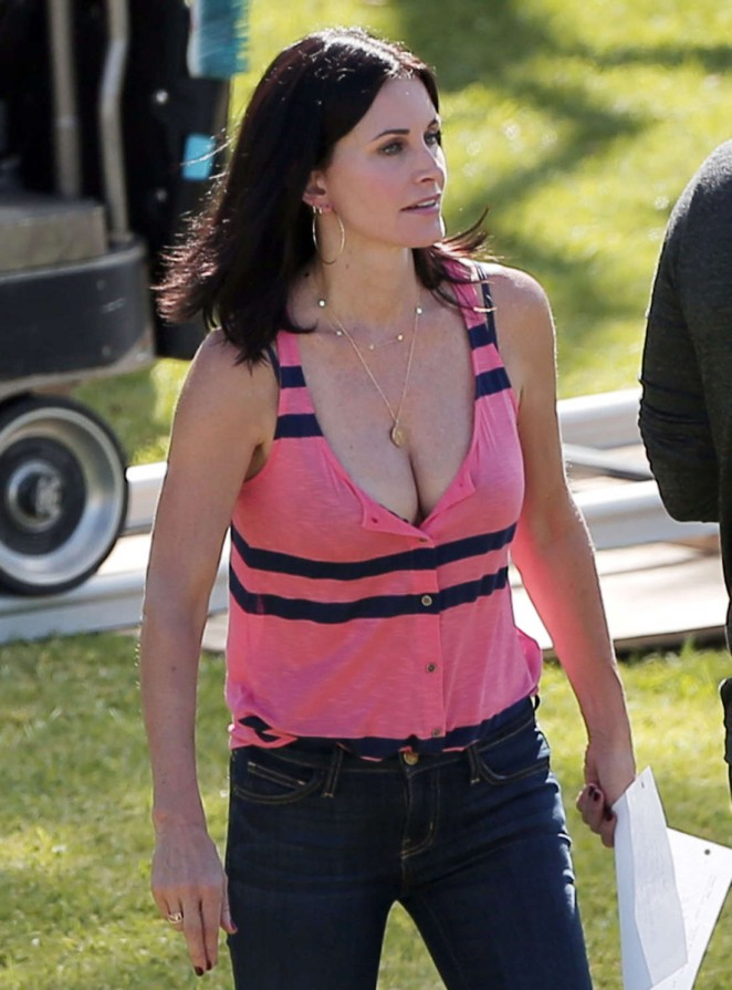 Courteney Cox in Jeans on the set for 'Cougar Town' in  Los Angeles