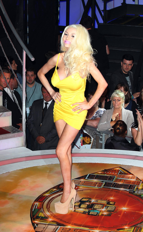 Big Brother (UK) (2000-2015) Nude Scenes < ANCENSORED