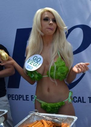 Courtney Stodden in Green Bikini -06