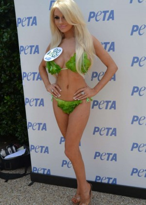 Courtney Stodden in Green Bikini -10