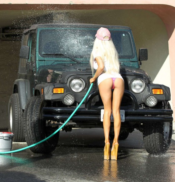 Courtney Stodden Bikini Car Wash 11 Gotceleb