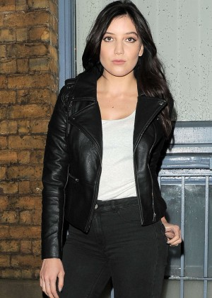 Daisy Lowe - Filming 'American Eagle' Commercial in London