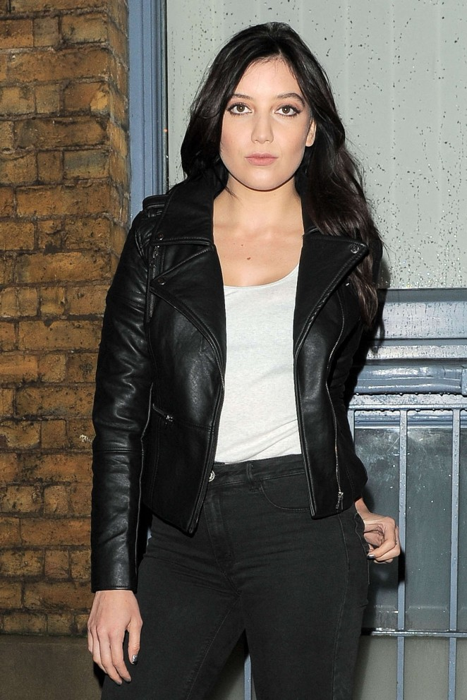 Daisy Lowe – Filming 'American Eagle' Commercial in London