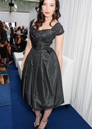 Daisy Lowe Wear Dress at 2014 Glamour Women of the Year -02