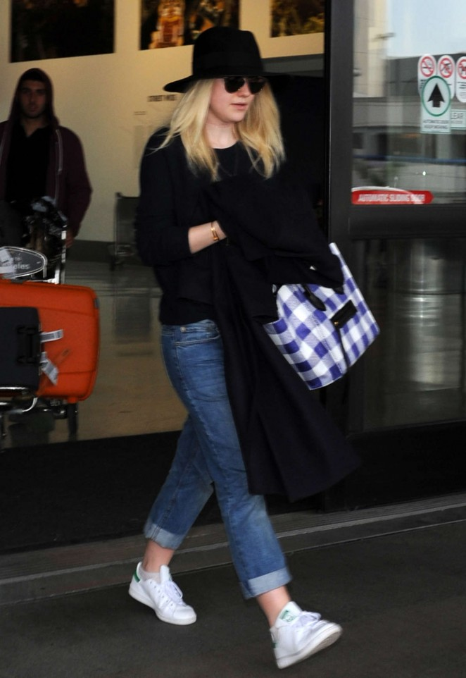 Dakota Fanning in Jeans at Los Angeles International Airport