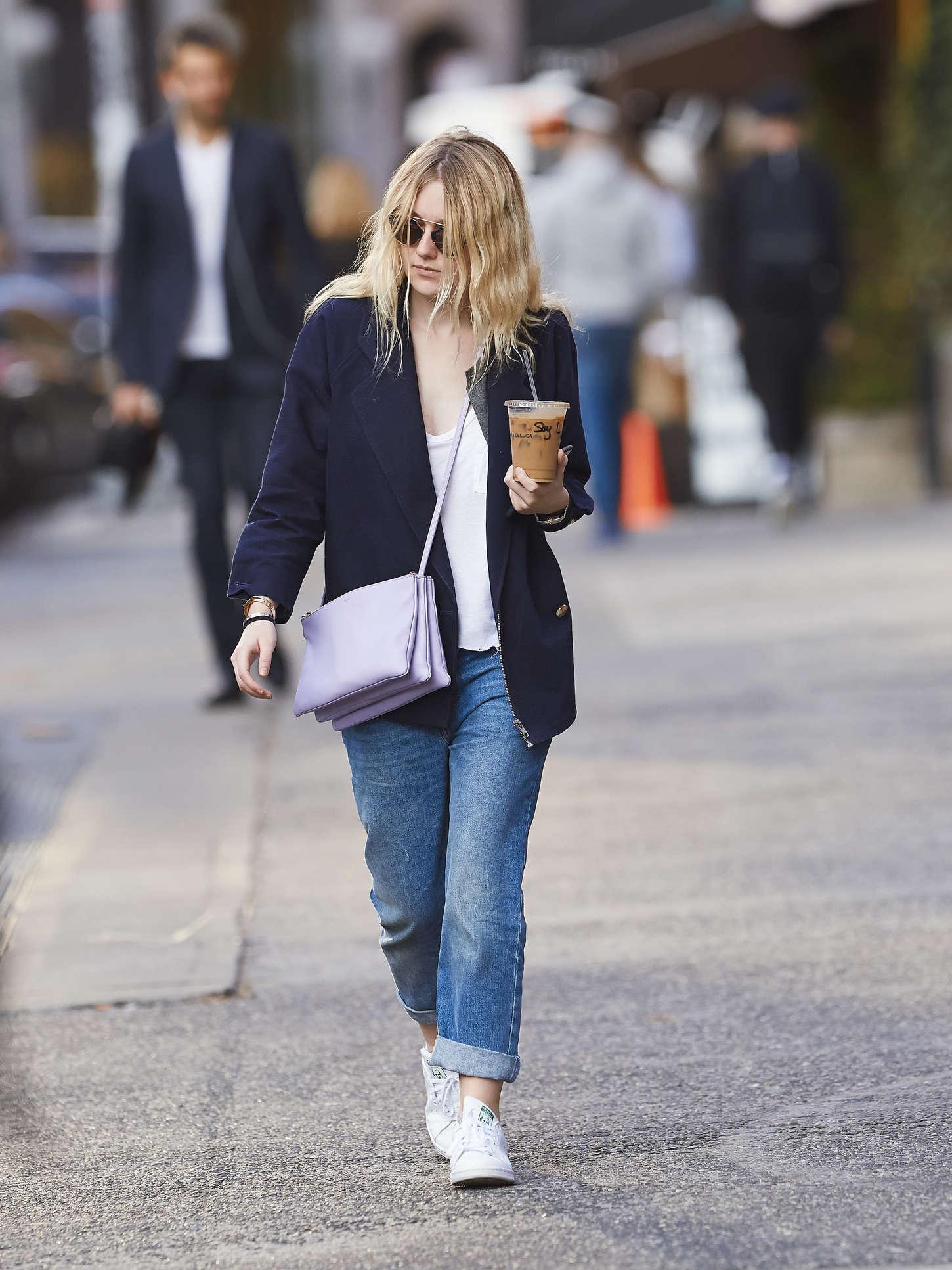 Dakota Fanning 2014 : Dakota Fanning in Jeans -01
