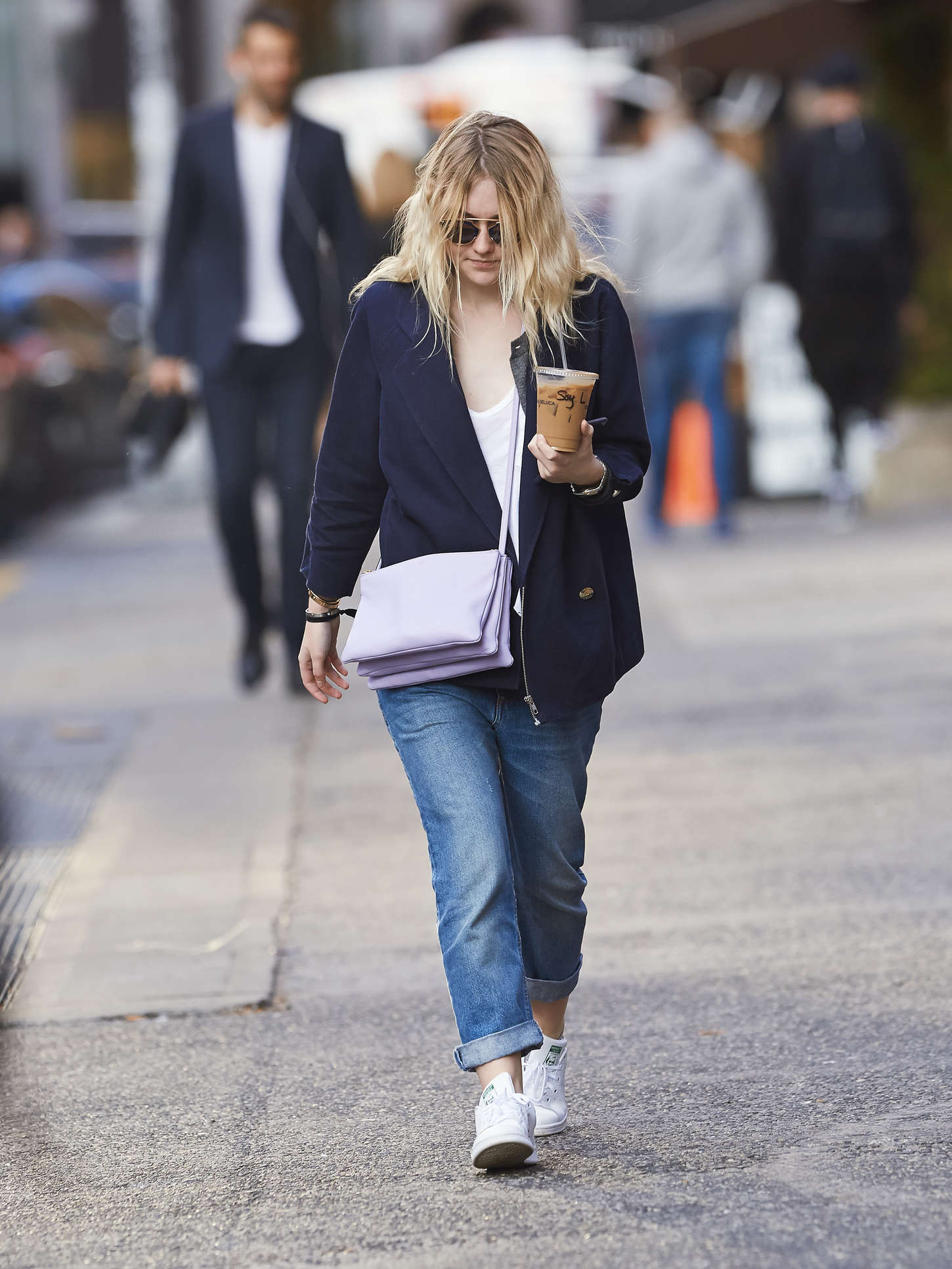 Dakota Fanning 2014 : Dakota Fanning in Jeans -02