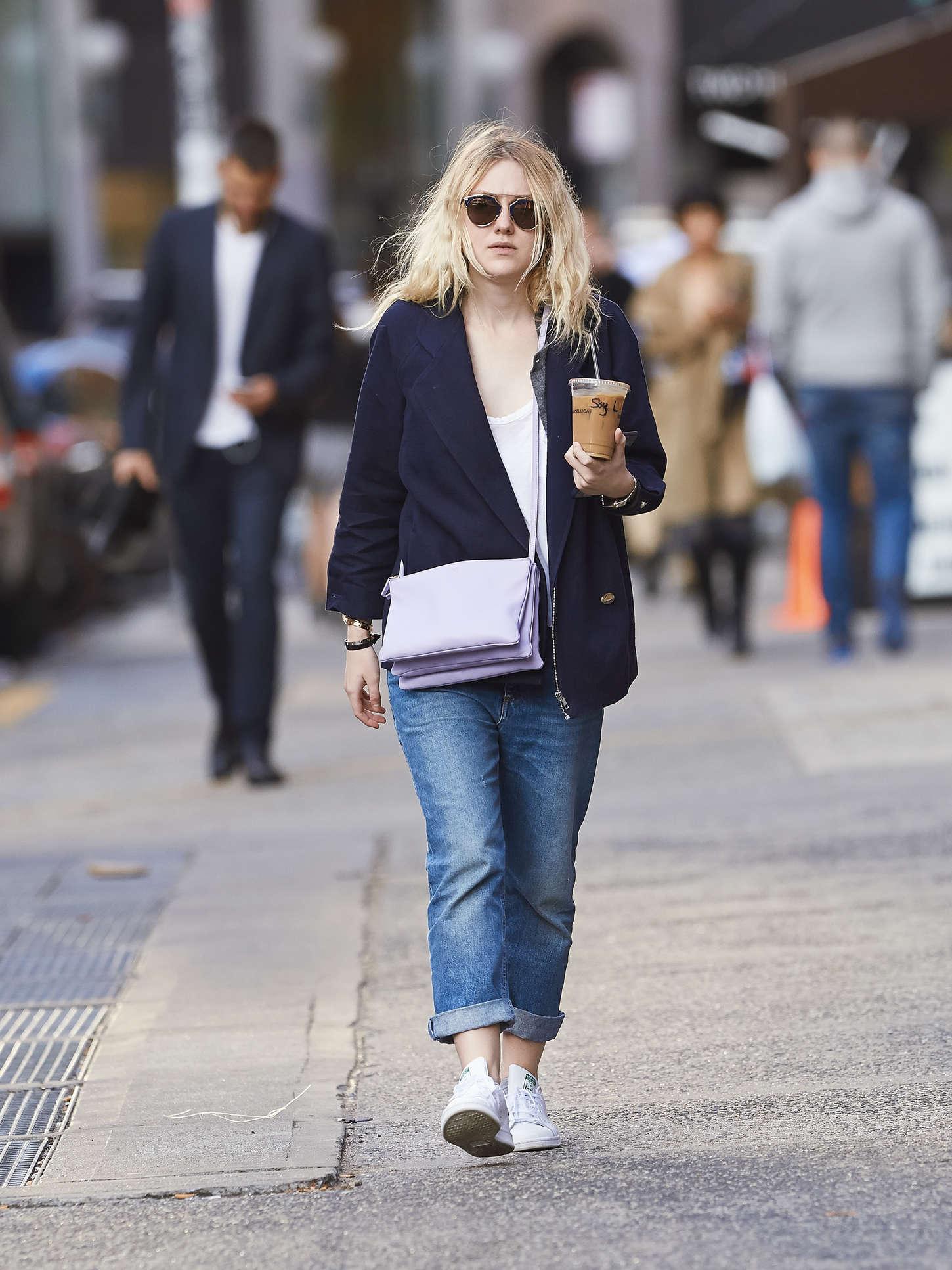Dakota Fanning 2014 : Dakota Fanning in Jeans -05