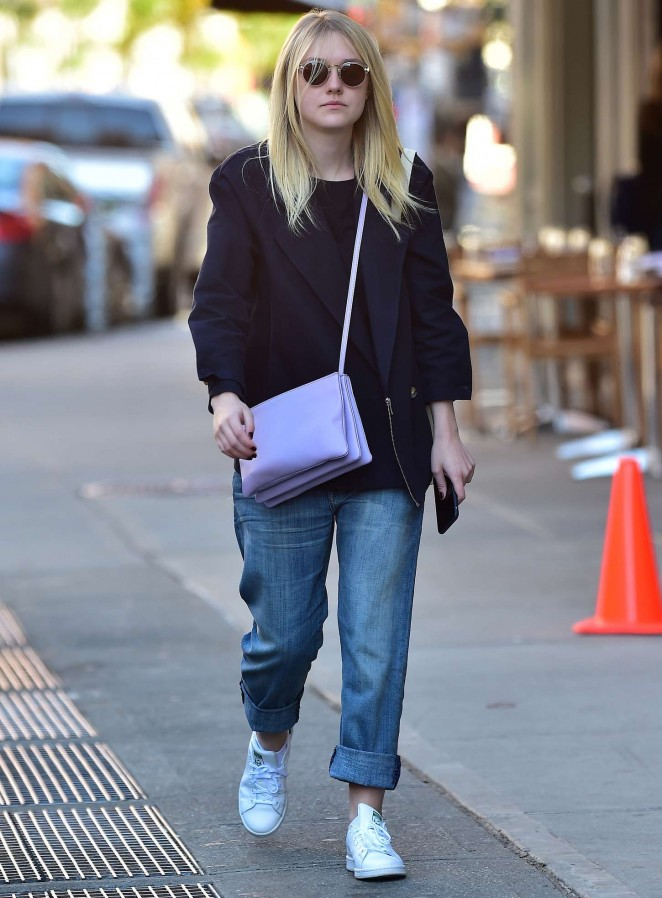 Dakota Fanning Style – out and about in NYC