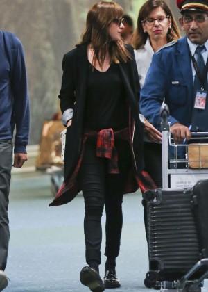 Dakota Johnson in Tight Jeans -04