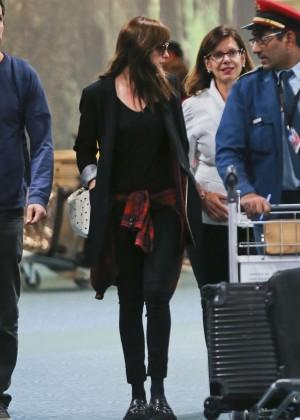 Dakota Johnson in Tight Jeans -11