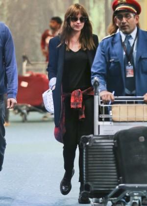 Dakota Johnson in Tight Jeans -13