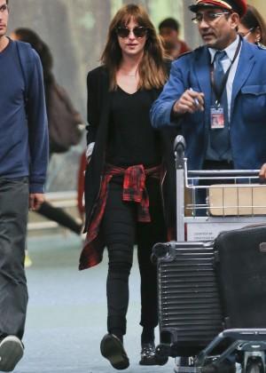 Dakota Johnson in Tight Jeans -21