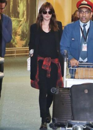 Dakota Johnson in Tight Jeans -25