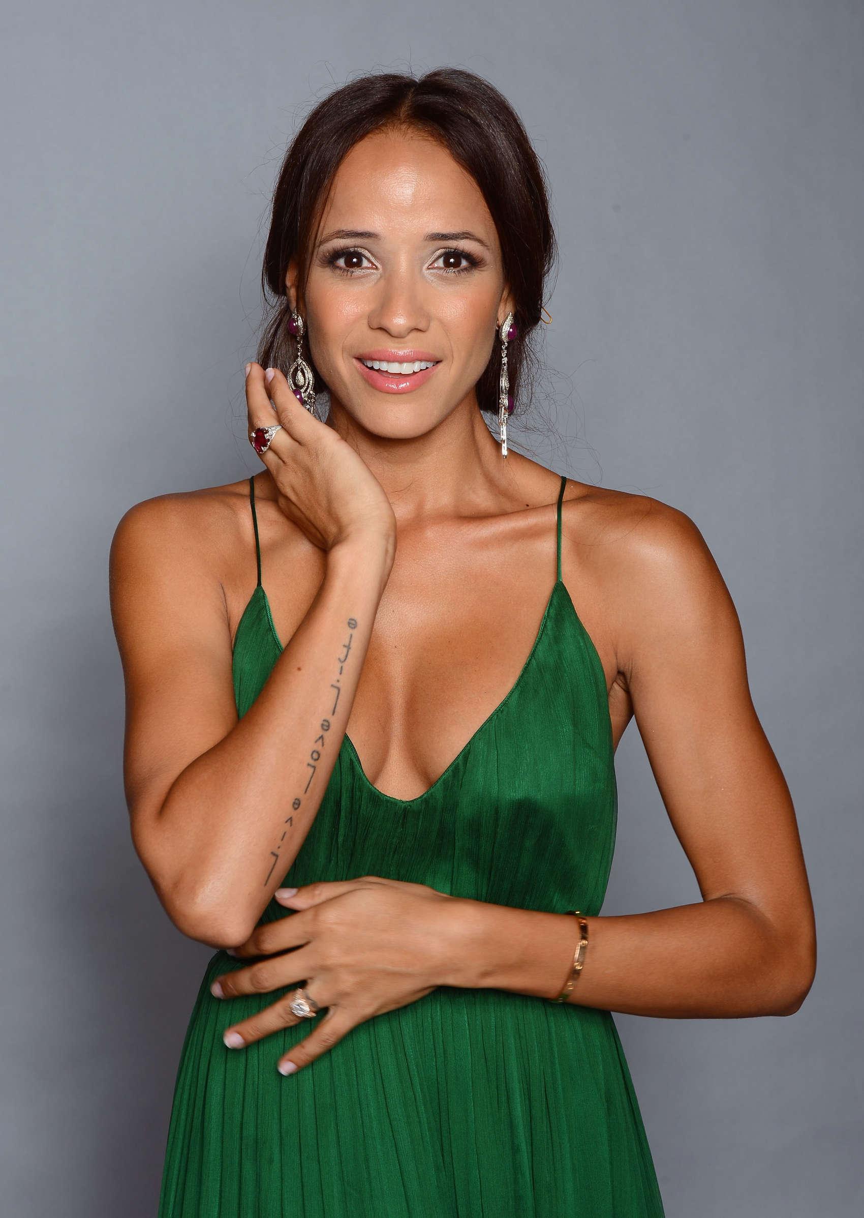 Dania Ramirez Cleavage nude 494