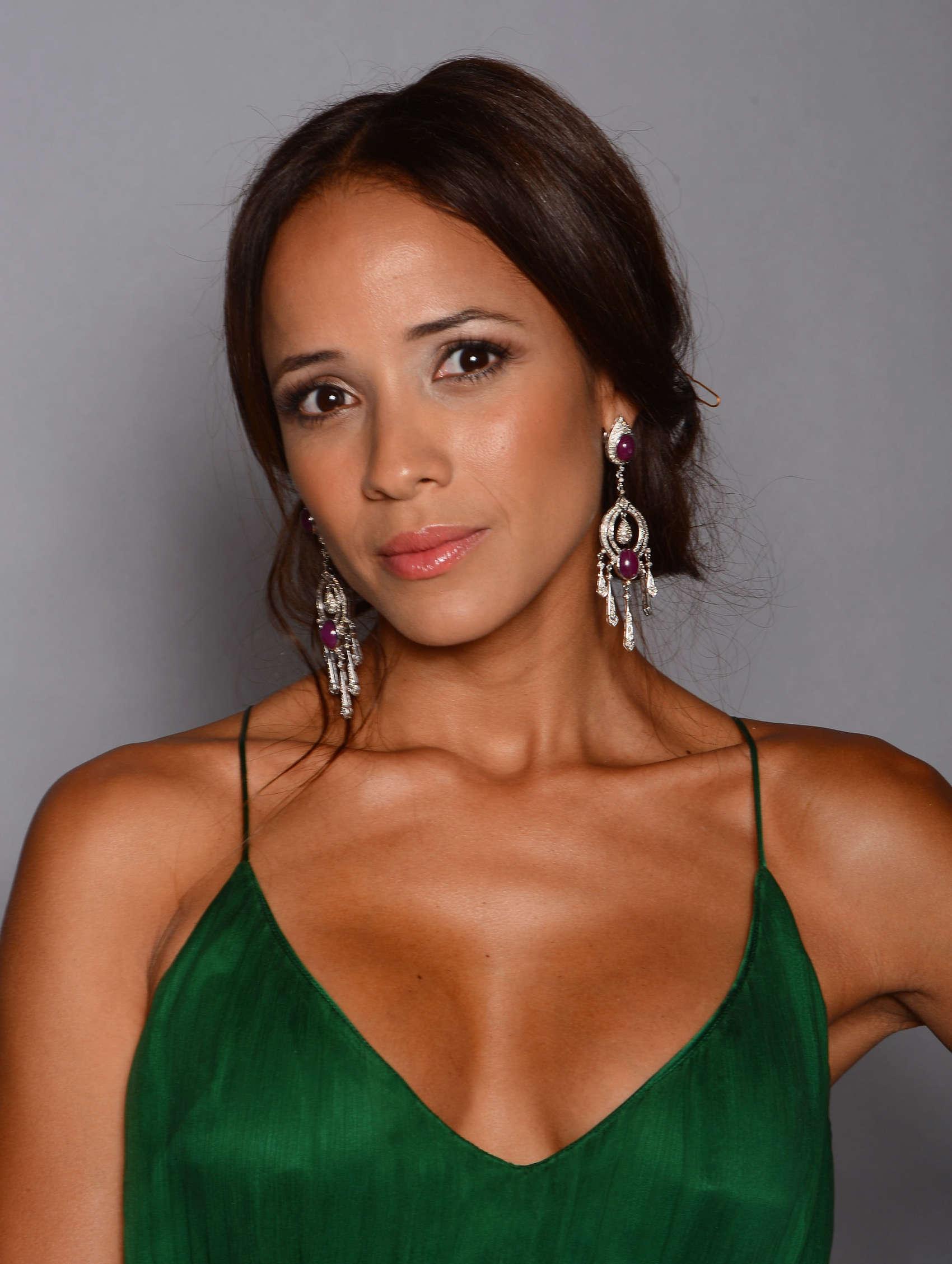 Dania Ramirez Cleavage nude