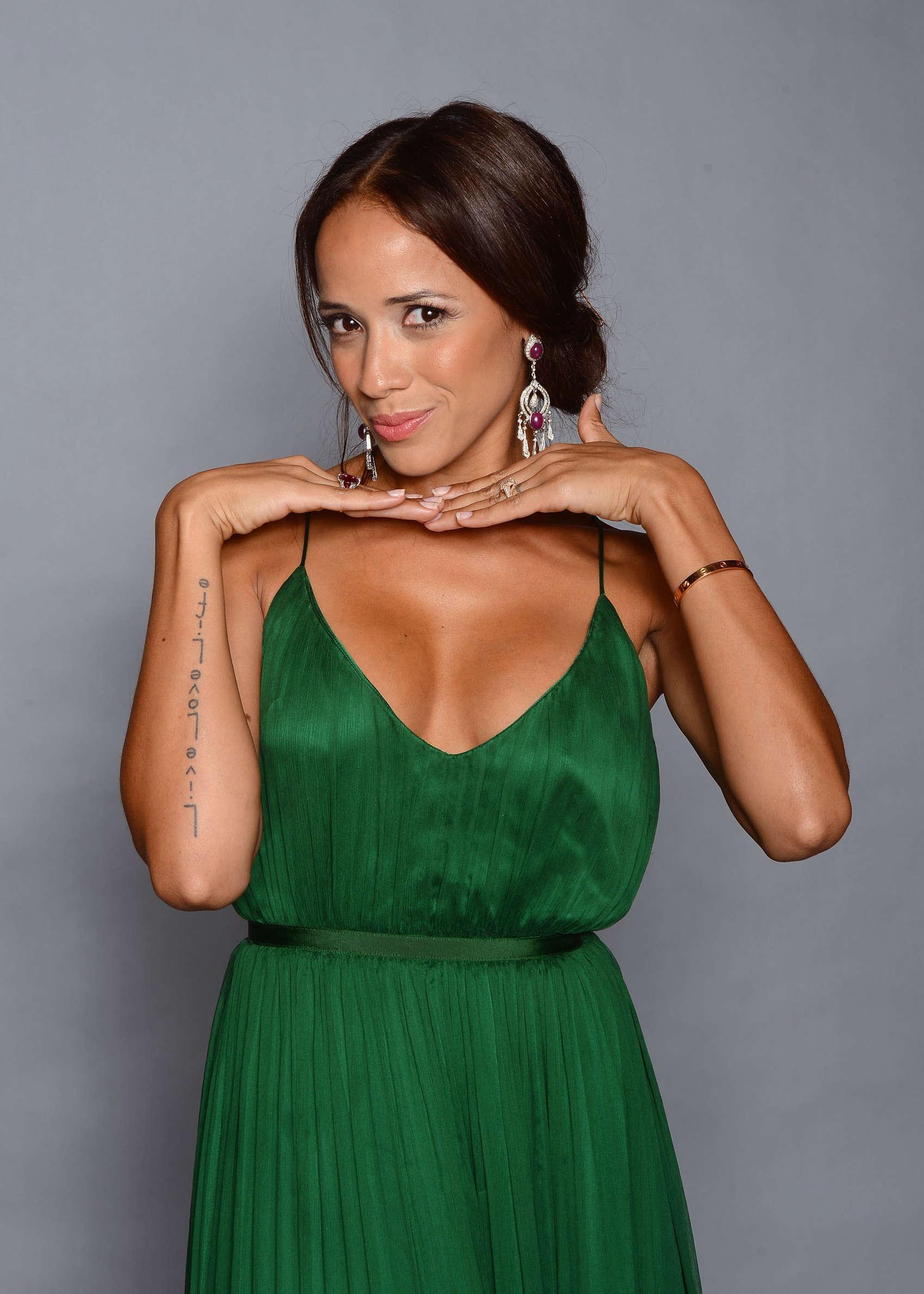 Dania Ramirez Cleavage nude 802