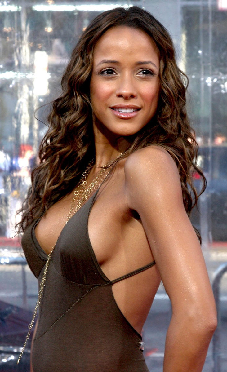 Dania Ramirez The Losers Premiere At Graumans Chinese